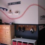 baseball-themed-bedroom-with-hat-hanger