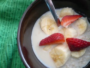 oatmeal bananas and strawberries