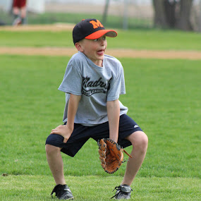 kid prepping for baseball play