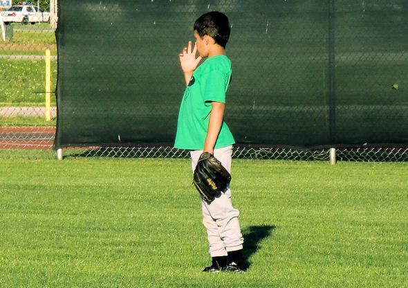 nose-picking-outfield-baseball-player