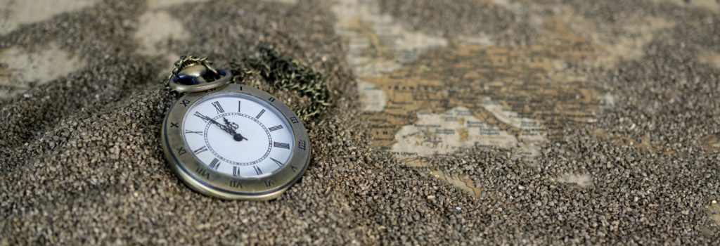 hand-sand-black-and-white-antique-clock-time-510878-pxhere.com