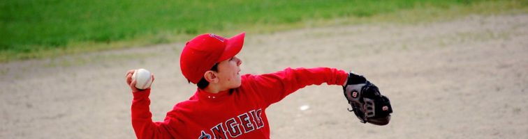 9 Tips for Baseball Lovers: How to Throw and Hit Better